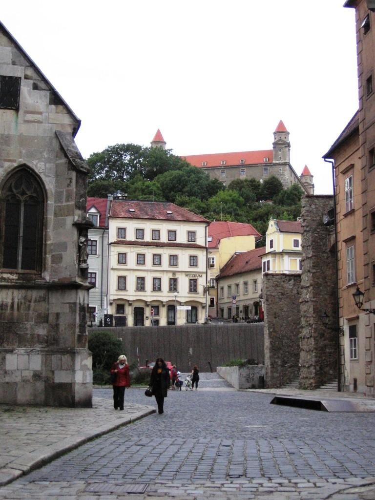 Bratislava - Altstadt mit Blick auf die Burg