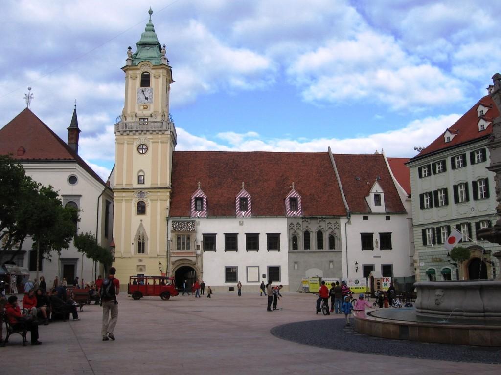 Bratislava - Martkplatz mit Blick auf das Alte Rathaus